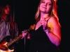 """Die Band """"The Manic Foxes"""" aus beim plattdeutschen Bandcontest Plattsounds 2018. Hier beim Auftritt im Zollhaus in Leer. Im Bild Saengerin Manu. Die Aufnahmen dürfen im Rahmen der Berichterstattung von Plattsounds 2018 honorarfrei verwendet werden."""