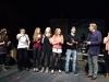 Die Band Skyline B (v.l.n.r Jens Linnemann, Gitarre, Jacqueline Schulte, Gitarre; Julia Klinkhamer, Bass; Lena Feyen, Gesang; Hannes Willms, Drums) mit den Moderatoren Mire von der Tuedelband (l.) und Ludger Abeln (2.v.r) und Jury Mitglied Sandra Keck (r.) bei der Preisverleihung beim plattdeutschen Bandcontest Plattsounds am 8. Oktober 2011 in der Exerzierhalle in Oldenburg. Die Band aus Leer gewinnt mit performt ihrem Song